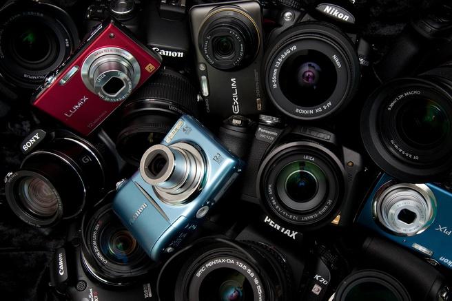 Verschillende camera's van verschillende fabrikanten op een hoop.
